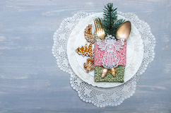 圣诞节的服务的欢乐桌 免版税库存照片