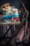 圣诞节的自创和热巧克力用蛋白软糖 免版税库存照片