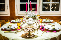 圣诞节的装饰的桌 库存照片