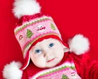 圣诞节的逗人喜爱的女婴装饰了被编织的帽子 库存图片