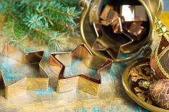 圣诞节的金黄金属切削形式担任主角曲奇饼,饼干, 图库摄影
