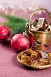 圣诞节的金黄金属切削形式担任主角曲奇饼,饼干, 免版税库存图片