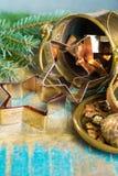 圣诞节的金黄金属切削形式担任主角曲奇饼,饼干, 库存图片