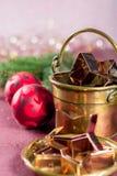 圣诞节的金黄金属切削形式担任主角曲奇饼,饼干, 免版税图库摄影