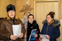 圣诞节的2016年1月8日颂歌在卡卢加州地区(中央俄罗斯) 库存照片