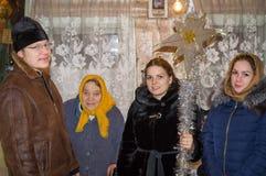 圣诞节的2016年1月8日颂歌在卡卢加州地区(中央俄罗斯) 免版税库存图片