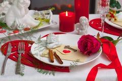 圣诞节盘、利器和装饰 免版税库存照片