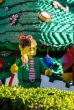 圣诞节矮子由乐高制成阻拦Legoland,圣地亚哥 库存照片