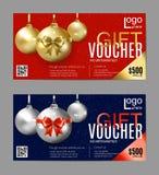 圣诞节礼券 新年礼券 在红色和蓝色背景的金黄圣诞节球 皇族释放例证