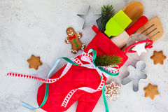圣诞节礼品包装材料想法 免版税库存照片