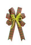 圣诞节礼品在白色查出的格子花呢披肩弓 免版税库存照片