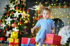 圣诞节礼品女孩一点 图库摄影