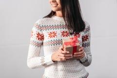 圣诞节礼品妇女年轻人 免版税图库摄影