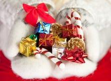 圣诞节礼品小现有量的掌上型计算机 免版税库存照片