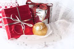 圣诞节礼品红色银 免版税图库摄影