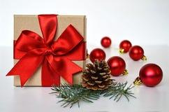 圣诞节礼物和圣诞节装饰 库存图片