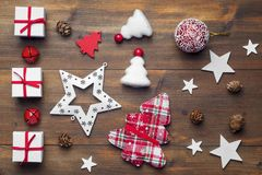 圣诞节礼物和装饰品 库存图片