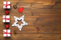 圣诞节礼物和装饰品 图库摄影
