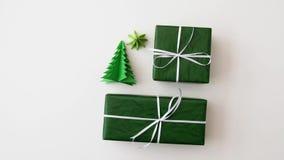 圣诞节礼物和装饰在白色背景 股票录像