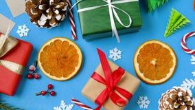 圣诞节礼物和装饰在蓝色背景 股票录像