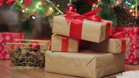 圣诞节礼物在圣诞树下 影视素材