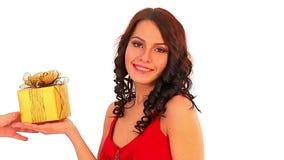 圣诞节礼物在妇女手上 女售货员的Xmas销售 影视素材