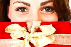 圣诞节礼物妇女 免版税库存照片