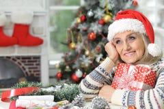 圣诞节礼物妇女 库存图片