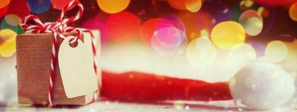 圣诞节礼物或箱子秘密圣诞老人的 2007个看板卡招呼的新年好 钞票 免版税库存照片