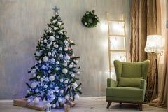 圣诞节礼物有新年装饰的圣诞节诗歌选 免版税库存图片
