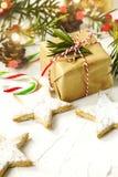 圣诞节礼物盒、曲奇饼和欢乐装饰 库存图片