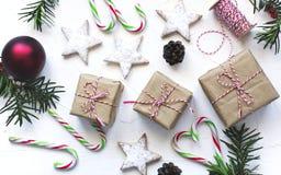 圣诞节礼物盒和欢乐装饰在白色背景 免版税库存图片