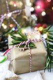 圣诞节礼物盒和欢乐装饰 免版税库存图片