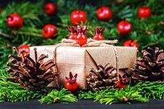 圣诞节礼物盒和装饰 库存照片