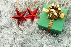 圣诞节礼物盒和装饰 免版税图库摄影