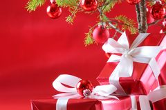 圣诞节礼物红色结构树 免版税图库摄影