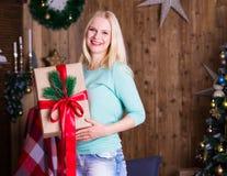 圣诞节礼物,绿松石套头衫,乐趣 库存图片