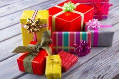 圣诞节礼物weihnachtspakete 把五颜六色的礼品装箱 库存照片