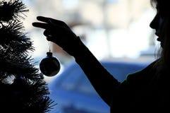 圣诞节穿戴妇女的结构树 免版税库存照片