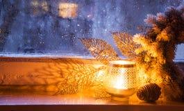 圣诞节窗口灯笼 免版税库存图片