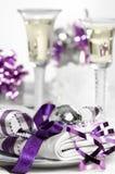 圣诞节紫色表 图库摄影