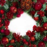 圣诞节红色和绿色花圈 库存照片