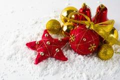 圣诞节红色和金装饰品 免版税库存图片