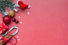 圣诞节红色抽象背景和供应 库存照片