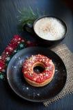 圣诞节红色曲奇饼 免版税库存照片