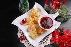 圣诞节红色罗宋汤用油酥点心 免版税库存照片