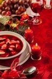 圣诞节红色罗宋汤用肉被填装的饺子 免版税库存照片