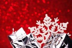 圣诞节结构的圣诞树在红色背景戏弄 库存照片