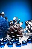 圣诞节结构的圣诞树在蓝色背景戏弄 库存照片