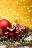 圣诞节结构的圣诞树在金背景戏弄 免版税库存照片